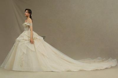 Extravagante Hochzeitskleider mit Spitze   Prinzessin Brautkleider_4